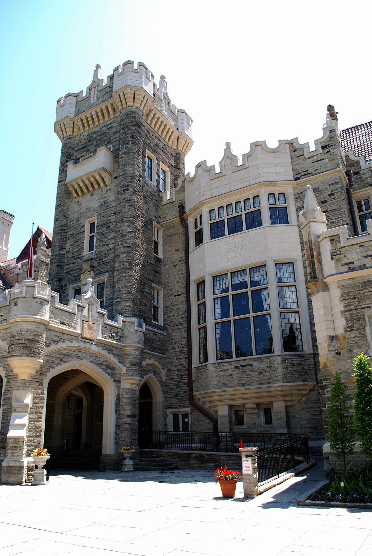 casa loma entrance tower