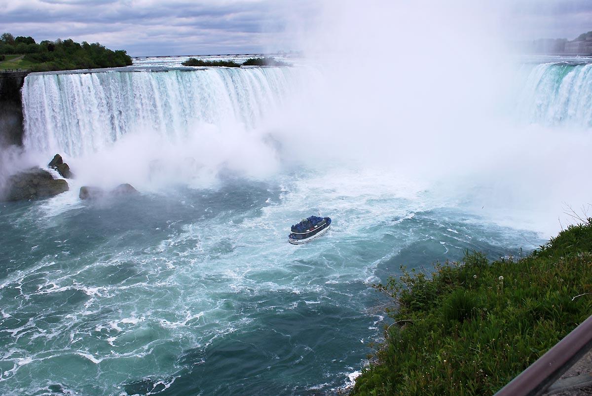 niagara falls boat ride