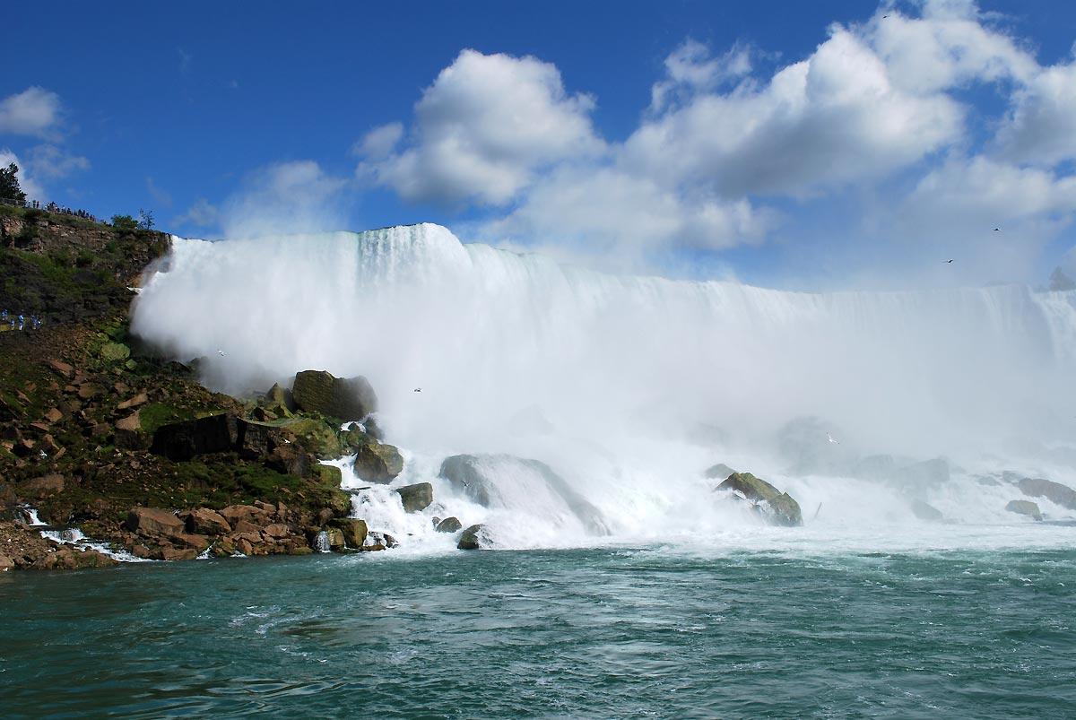 niagara falls and clouds