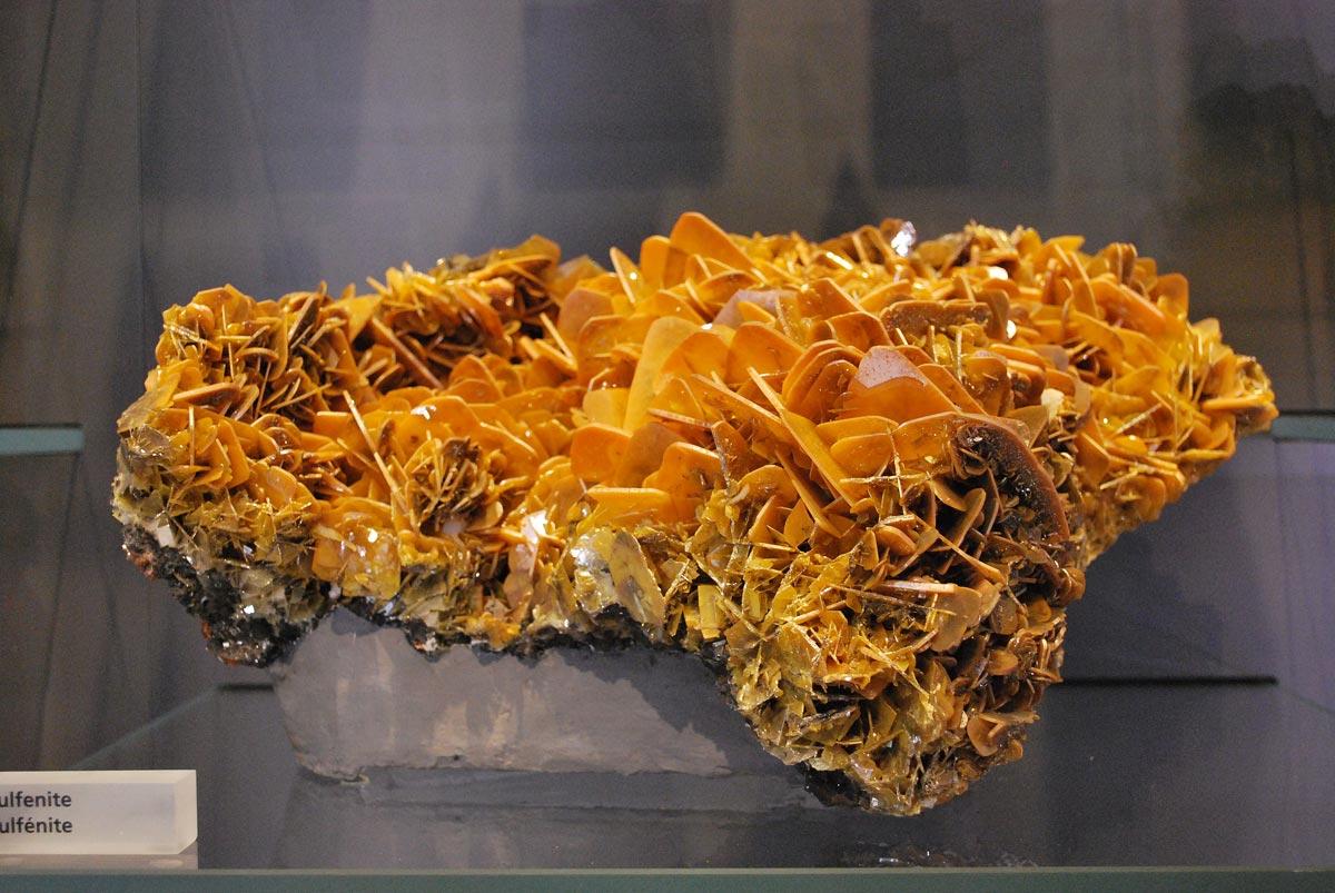 weulfenite mineral