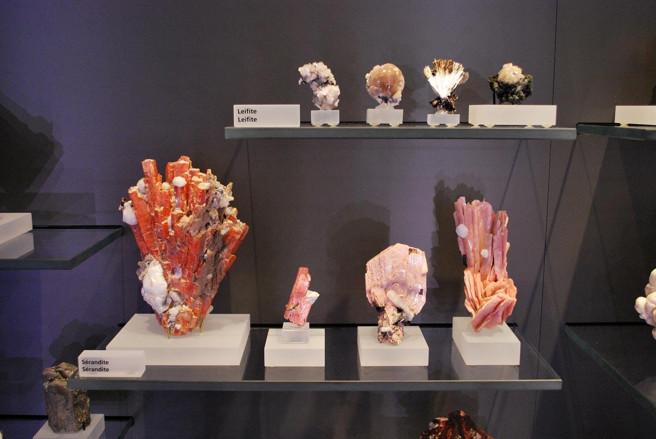 leifite and serandite minerals