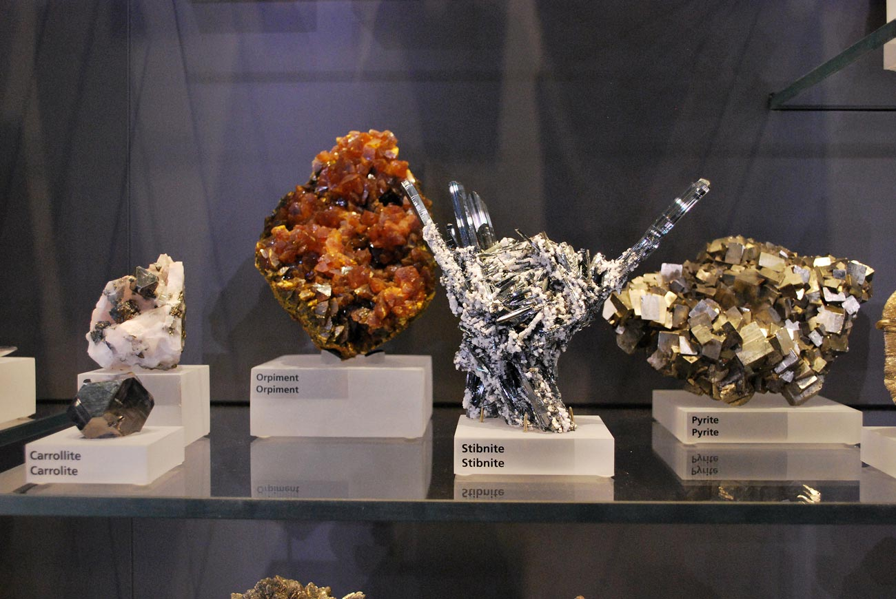 orpiment and stibnite minerals