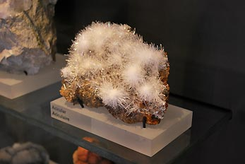 acicular mineral