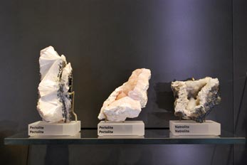 pectolite and natrolite minerals